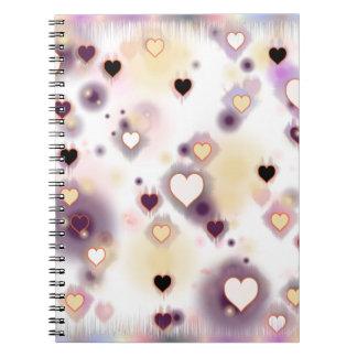 Purpurfärgade hjärtor anteckningsbok med spiral