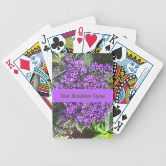 Purpurfärgade lila blommor för vild med spelkort