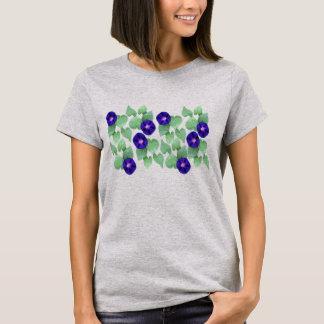 Purpurfärgade morgonhärligheter med gröna löv tee shirt