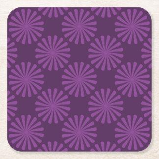 Purpurfärgade morötter underlägg papper kvadrat