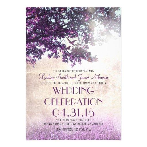 Purpurfärgat gammalt oakträd & love birdsbröllopsi anpassade inbjudningskort