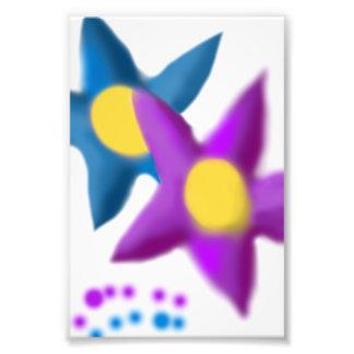 Purpurfärgat måla för blåa blommor foto