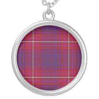 Purpurfärgat Thistlehalsband för röd hatt Silverpläterat Halsband