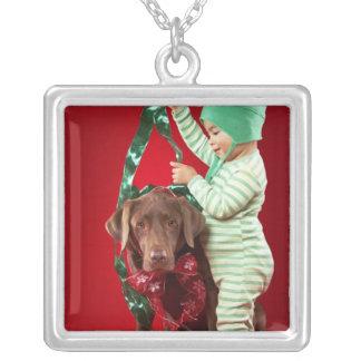 Pys som dekorerar en hund silverpläterat halsband