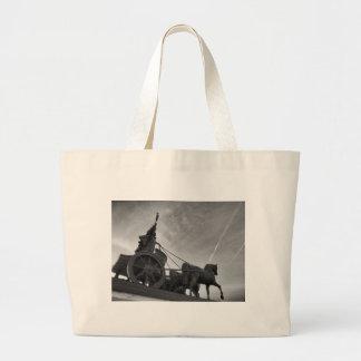 Quadriga på det Brunswick slottet, Tyskland Tote Bags