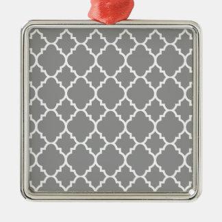 Quatrefoil för grå grå färgvit marockanskt mönster silverfärgad fyrkantigt julgransprydnad