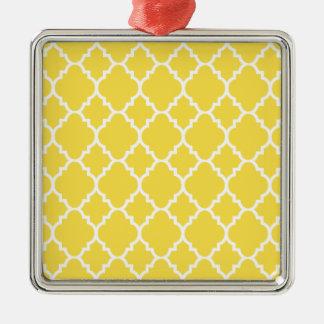 Quatrefoil för gul vit marockanskt mönster silverfärgad fyrkantigt julgransprydnad