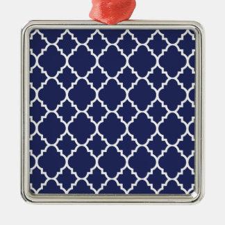 Quatrefoil för marinblå vit marockanskt mönster silverfärgad fyrkantigt julgransprydnad