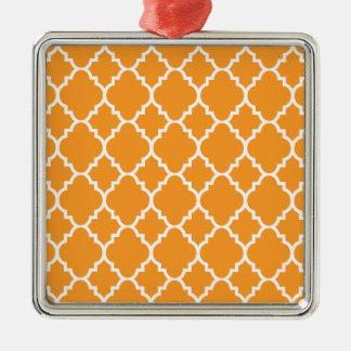 Quatrefoil för orange vit marockanskt mönster silverfärgad fyrkantigt julgransprydnad