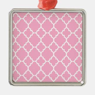 Quatrefoil för rosa vit marockanskt mönster silverfärgad fyrkantigt julgransprydnad