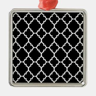 Quatrefoil för svart vit marockanskt mönster silverfärgad fyrkantigt julgransprydnad