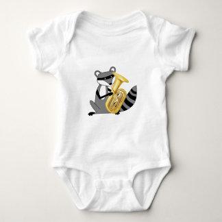 Raccoon som leker tubaen tee shirt
