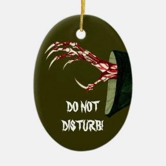 Räcka av den grymma dörrhängareornament.en julgransprydnad keramik