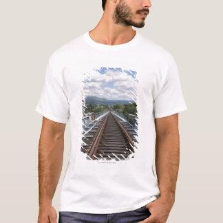 Railtracks av Eiffel överbryggar överst Tee Shirts