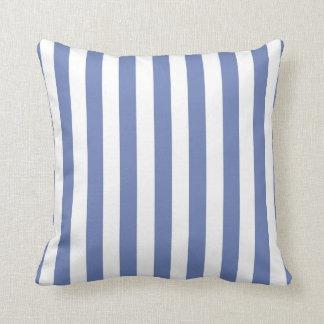 Randig dekorativ kudde för blått och för vit
