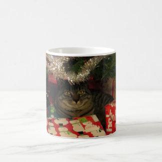 Randig katt för tiger under julgranen vit mugg