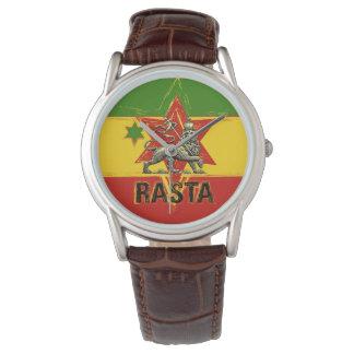 Rasta klocka som är lejon av design för Judah röd
