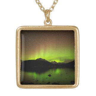 Reflekterande aurora guldpläterat halsband