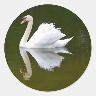 Reflekterande svan runt klistermärke