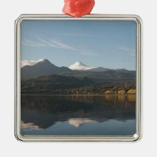 Reflexion av vulkan Villarica Julgransprydnad Metall
