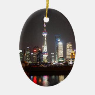Reflexioner av Shanghai på natten Julgransprydnad Keramik