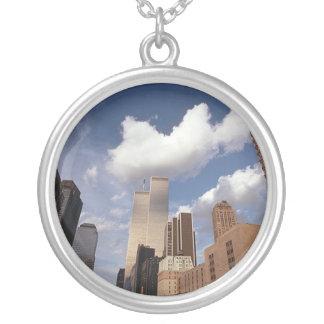 Reflexioner som tvillingbrodervärldshandeln silverpläterat halsband