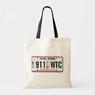 Registreringsskylten för 911 hänger lös den tygkasse