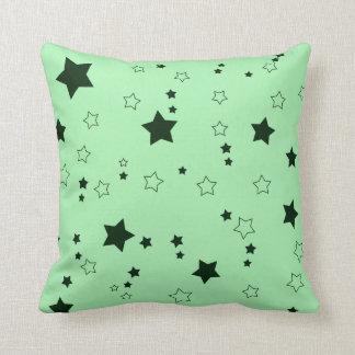 Regna av stjärnor som grönt kudder kudde