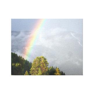 Regnbåge över den Colorado bergstoppet Canvastryck
