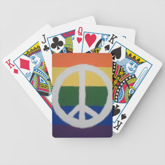 Regnbågefredstecken som leker kort spelkort