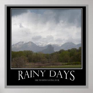 Regniga dagar är den värda besparingen för affisch
