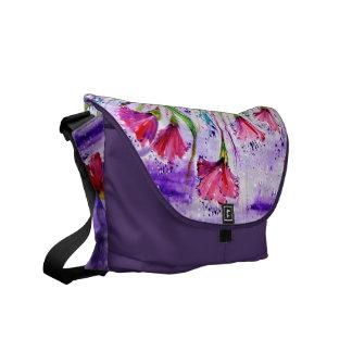 Regniga dagblommor kurir väska