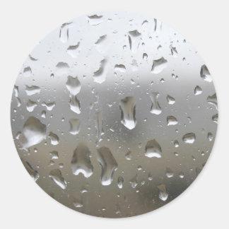Regniga daggåvor runt klistermärke