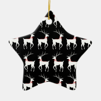 Ren med röda pilbågar på svart stjärnformad julgransprydnad i keramik