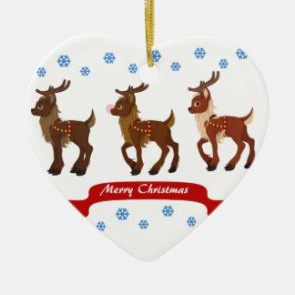 Ren och snöflingor hjärtformad julgransprydnad i keramik