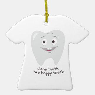 Rena tänder  T-Shirt formad julgransprydnad i keramik
