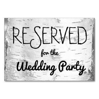 Reserverat bröllop för björken undertecknar träd bordsnummer