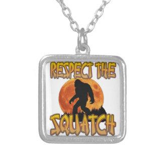 Respekt Squatchen Silverpläterat Halsband