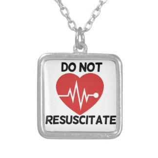 Resuscitate inte halsband med fyrkantigt hängsmycke