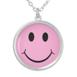 Retro 70-tal för rosa lyckligt smiley halsband med rund hängsmycke