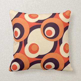 Retro abstrakt konst för orange och brunt kudde
