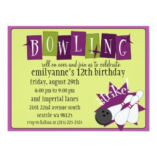 Retro bowlingfödelsedagsfest för plommon/för oliv anpassade inbjudningskort