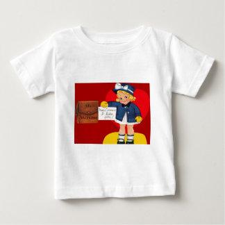 Retro flicka för vintage med tröjor