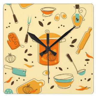 Retro kök kvadrerar väggen tar tid på fyrkantig klocka