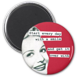 Retro magnet för rolig lycklig hemmafru magnet rund 5.7 cm