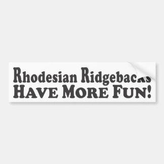 Rhodesian Ridgebacks har mer roligt! - Riklig pinn Bildekal