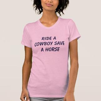 Rida en Cowboyrädda en häst T-shirt