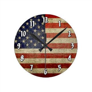 Riden ut bekymrad amerikanska flaggan rund klocka