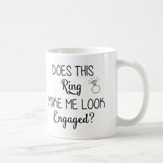 Ringen gör mig att se den förlovade muggen kaffemugg