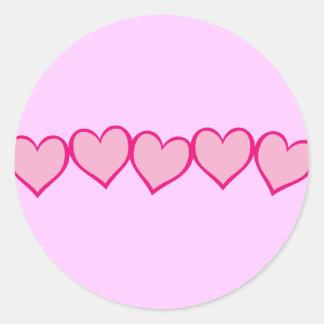 Ro av rosa hjärtor runt klistermärke